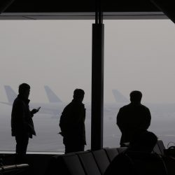 Lu-Guang-Severe-haze-occurred-in-Capital-International-Airport.-Passengers-are-waiting-in-the-airport-lounge
