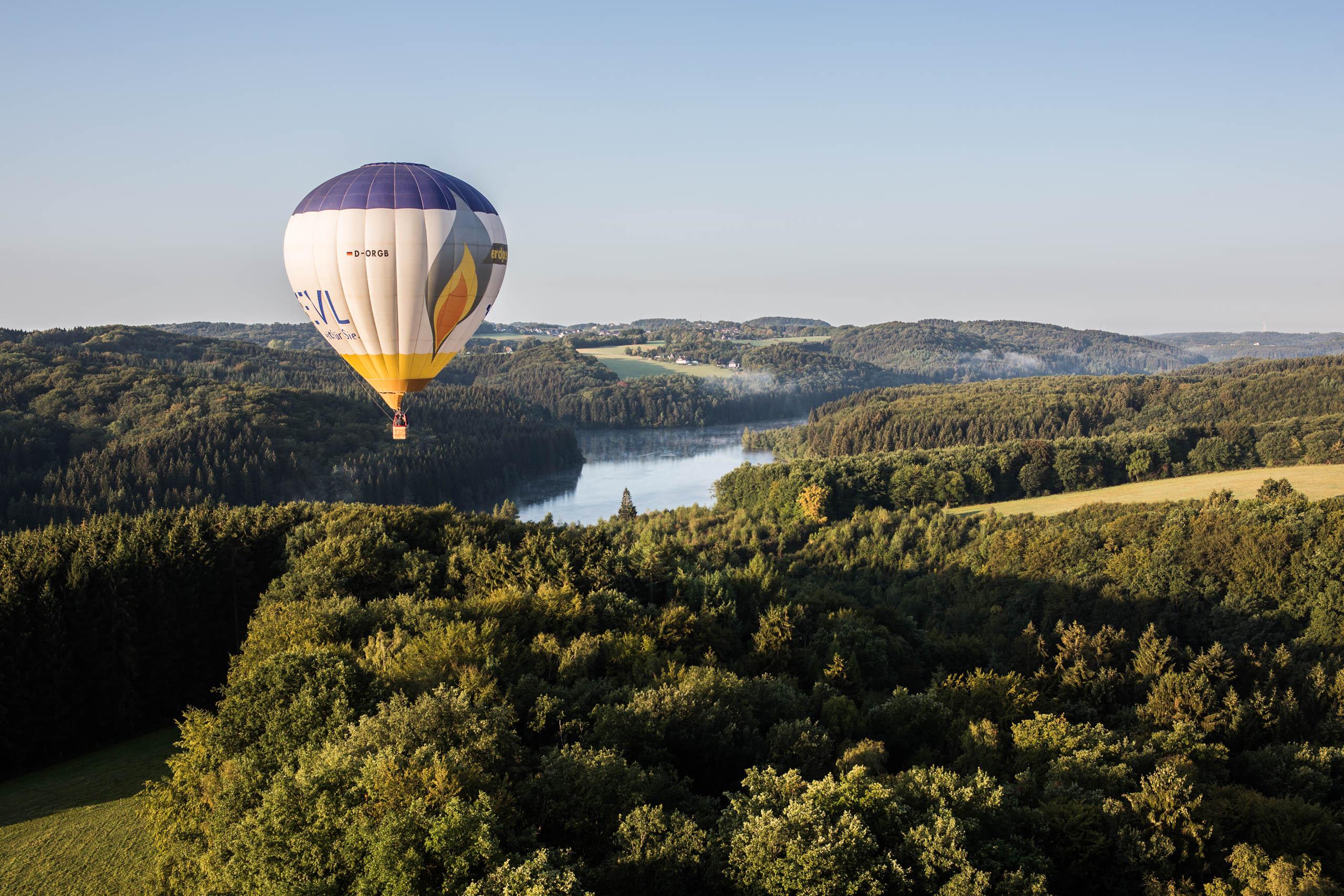 Ballonfahrt über dem Rheinisch-Bergischen Kreis sowie der Dhünntalsperre