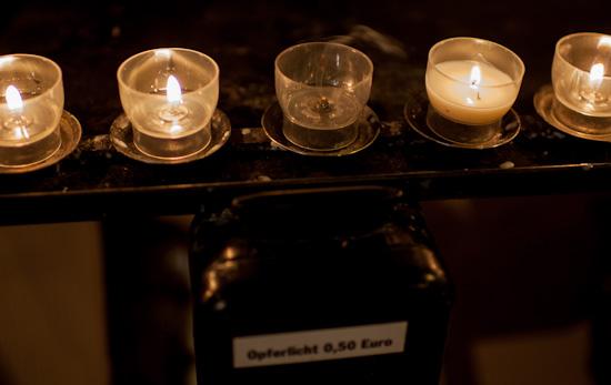 Opferlichter im Altenberger Dom mit Carl Zeiss Distagon T* 35mm 1:1.4 ZE an Canon 5D MK II