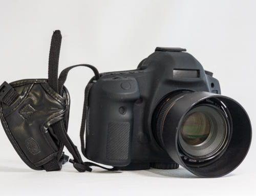Sebastião Salgado fotografiert mit einer Canon Digitalkamera …