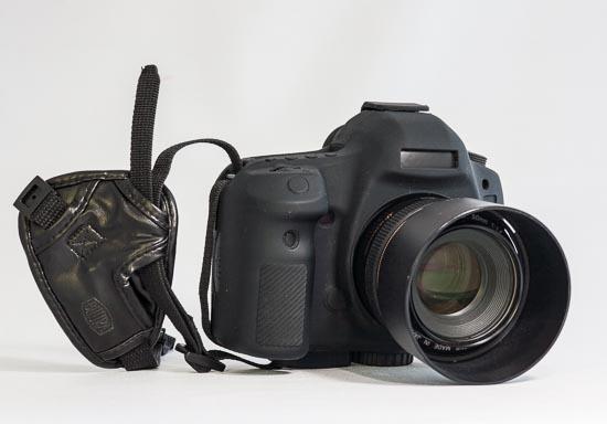 Canon EOS 5D Mark III mit easycover Silikon-Schutzhülle und Handschlaufe